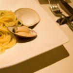 イタリアン小崎シェフコンビニ食材レシピ!魚介のクリームパスタ風うどんの作り方