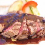 ノンストップ簡単ステーキレシピ!絶品玉ねぎソースで安いお肉もお店のような美味しさに!